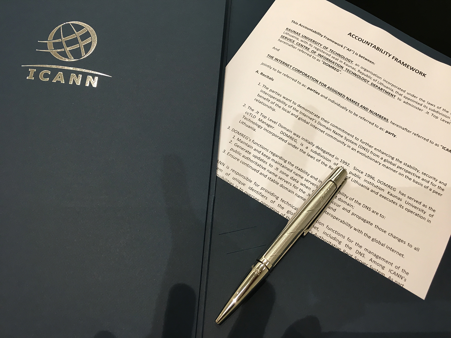 The ccTLD Manager for Lithuania (.lt) signs the accountability framework with ICANN